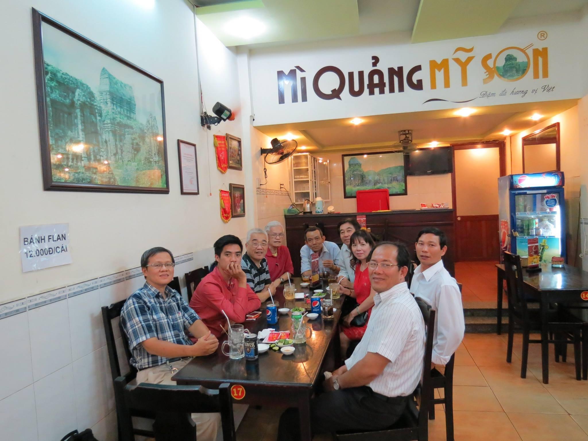 Mục sư Huệ cùng đi ăn mì với nhóm VCNT, tháng 5/2015 tại Sài Gòn