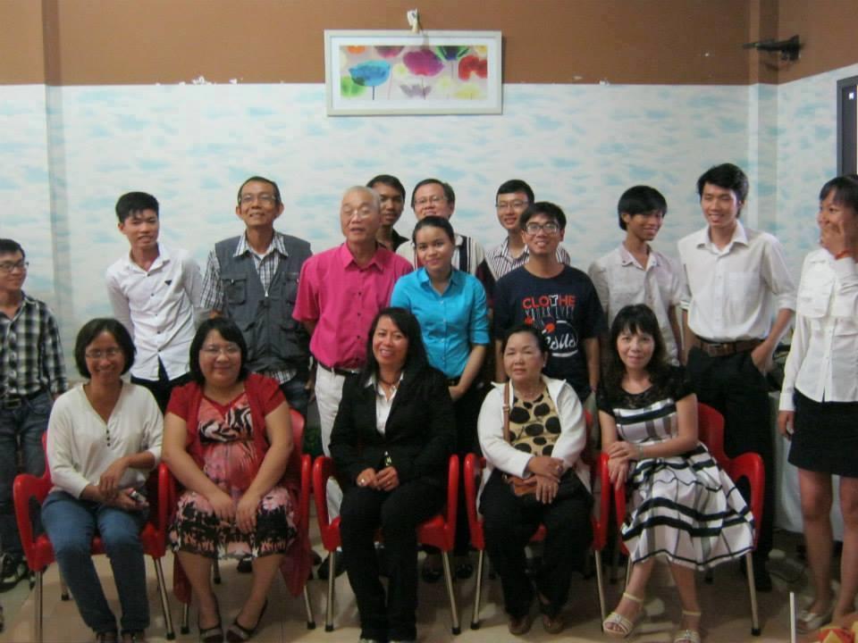 Mục sư Lữ Thành Kiến và nhóm các cây bút VIẾT CHO NIỀM TIN.