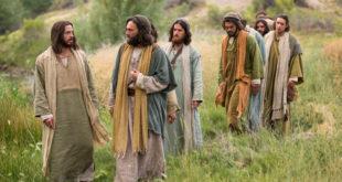 bible-films-christ-walking-disciples-1426507-print