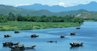 28 Jul 1993, Hue, Vietnam --- Sampans on the Perfume River near the Troung Son Mountains at Hue, Vietnam. --- Image by © Steve Raymer/CORBIS